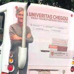 A história por trás do busdoor da Univeritas com Serginho Groisman